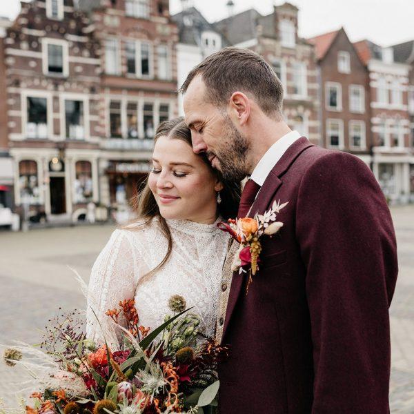 Bruidspaar op de markt van Delft